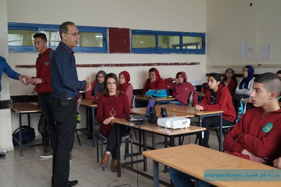 التواصل مع المدارس الاعدادية