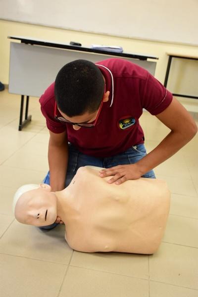 فعاليات الاسعاف الأولي  في مدرسة آفاق الثانوية كفرمندا