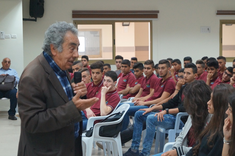طلاب مدرسة آفاق الثانويّة يحاورون الأديب والكاتب محمّد نفّاع