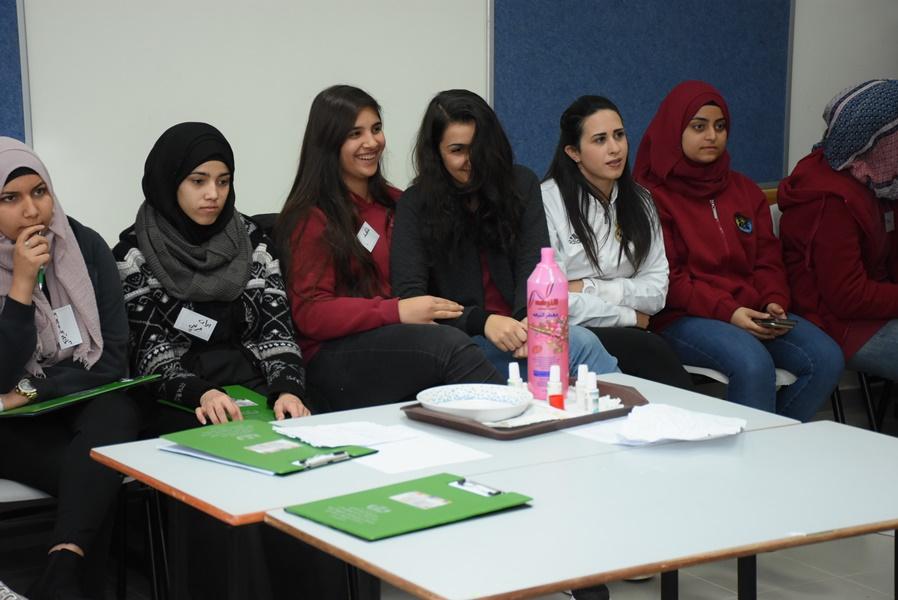 مؤتمر طلاب الكيمياء الثالث في مدرسة آفاق الثانويّة كفر مندا بحضور بروفيسور أشرف إبريق