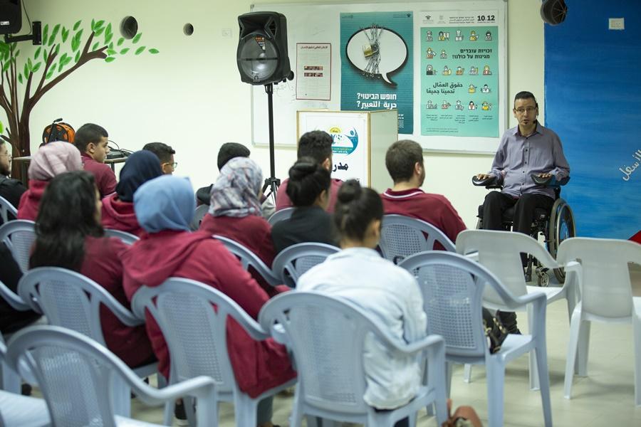 برنامج توعية حول السياقة في مدرسة آفاق الثانوية كفرمندا