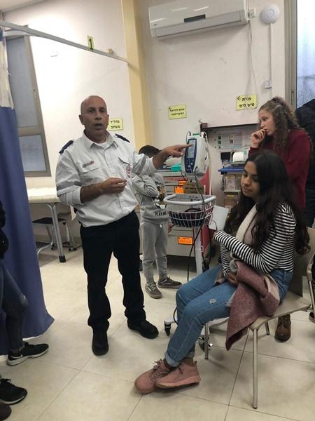 طلاب آفاق يتطوعون في العيادة ضمن مشروع التطور الذاتي