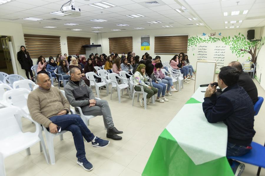 تنظيم افطار جماعي بنية الدعاء لشفاء الطالب احمد قدح