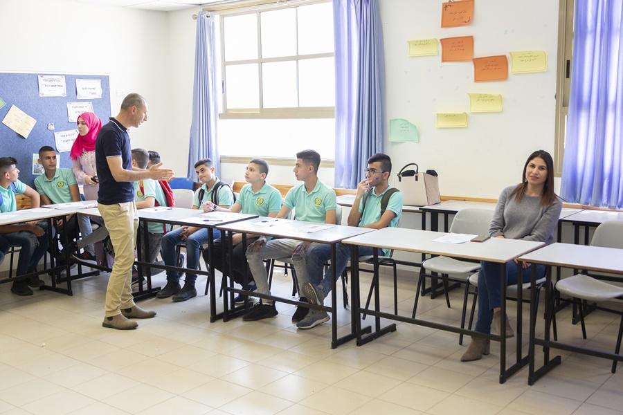 برنامج الانتقال من المرحلة الإعدادية إلى المرحلة الثانوية في مدرسة آفاق الثانوية كفرمندا