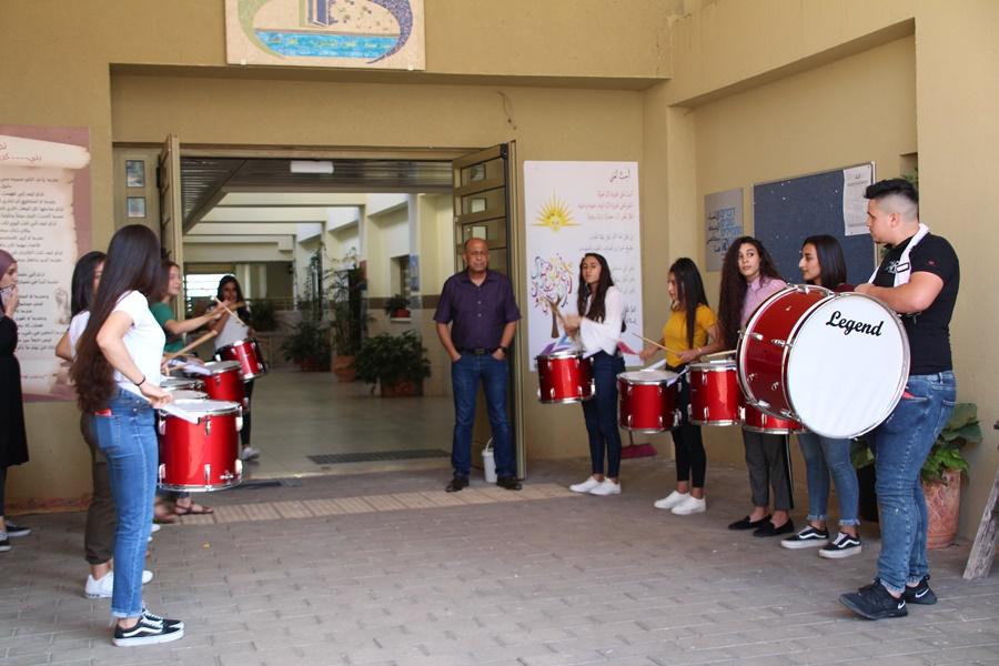 مدرسة آفاق الثانوية تفتح أبوابها لاستقبال وتكريم الطلاب الذين تألّقوا في مسابقة الرياضيّات المنداويّة