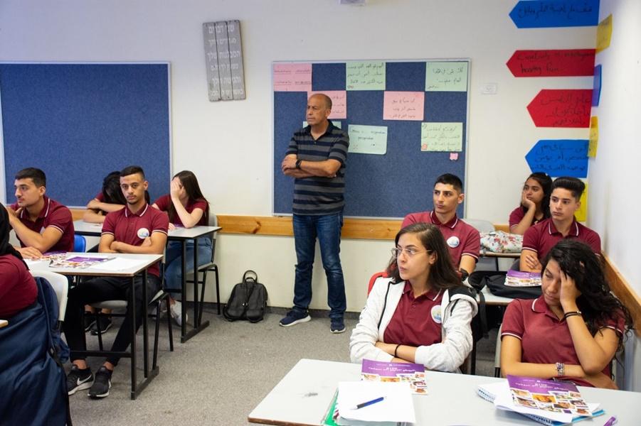 التأمين الوطني في سلسلة من المحاضرات في مدرسة آفاق الثانوية كفرمندا