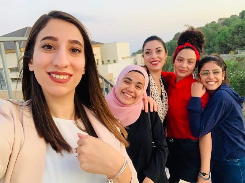 الطالبة عدن زيدان تفوز بالمرتبة الثانية في مسابقة الخطابة التي