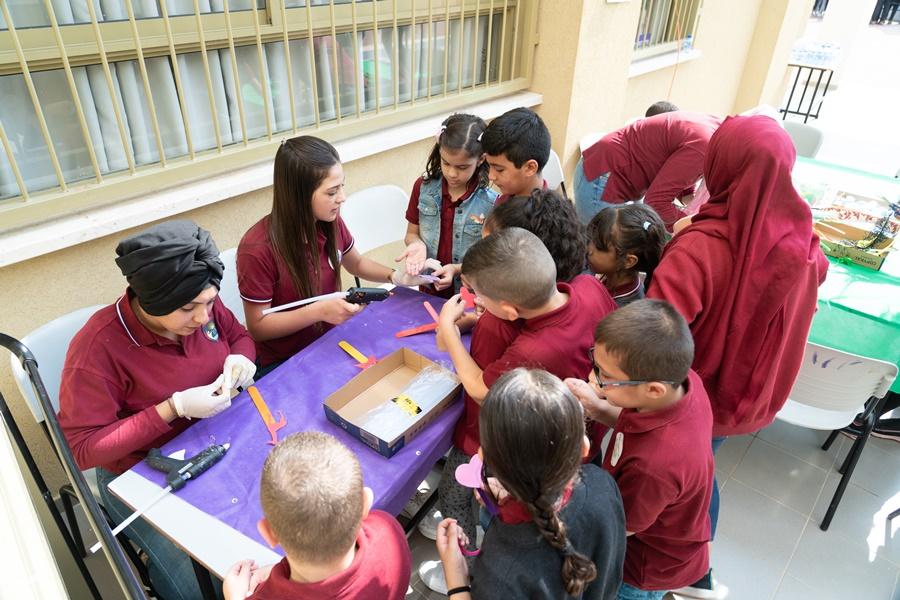 مشروع التواصل الاجتماعي (ثانويّة آفاق ومدرسة الزيتون الابتدائية) / يوم العلوم والابداع.