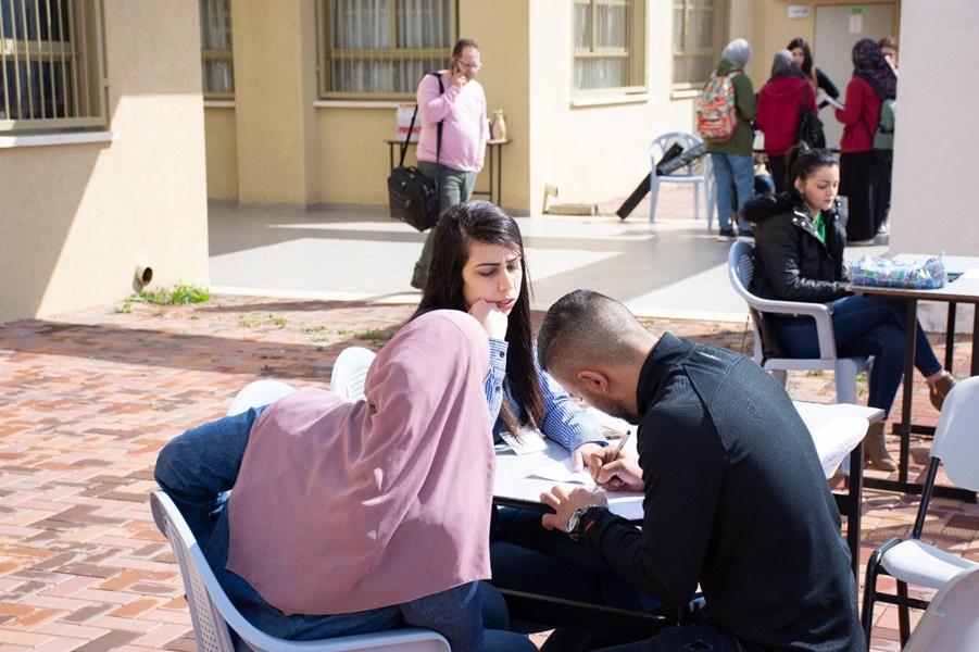 يوم توجيه اكاديمي في مدرسة افاق الثانوية