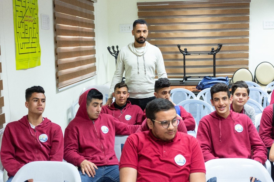 برنامج مع الشرطة  في مدرسة آفاق الثانوية كفرمندا عرض فيلم